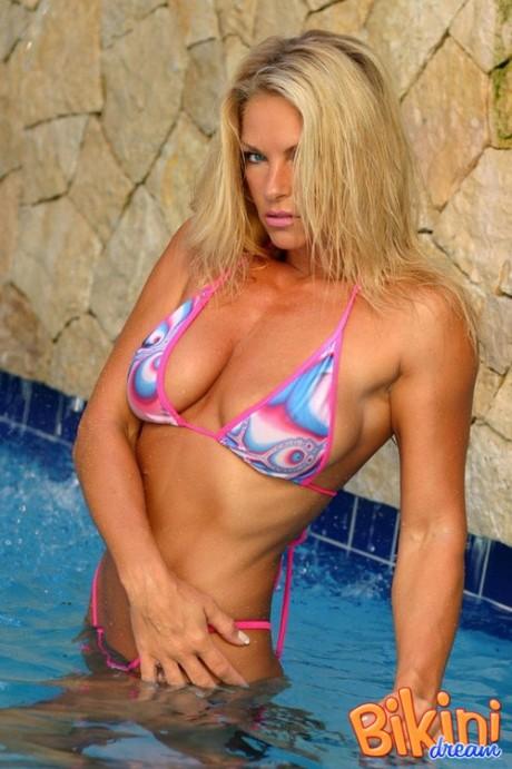 Bikini del giorno – 18 aprile